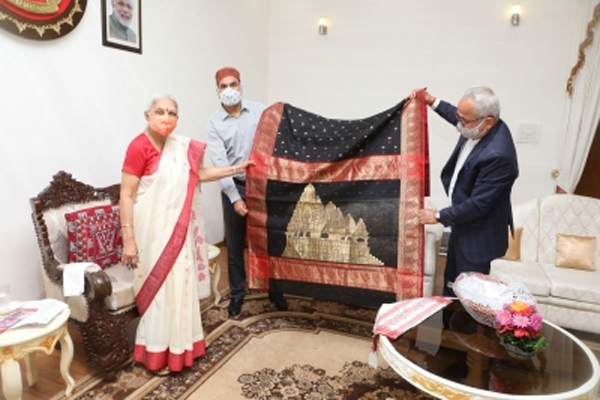 Governor launches saree with Khajuraho temples - Bhopal News in Hindi
